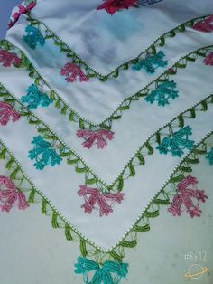 This Pin was discovered by HUZ Saree Tassels, Needlework, Bohemian Rug, Diy And Crafts, Quilts, Blanket, Rugs, Crochet, Board