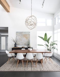 : Gorgeous 30 modern minimalist dining room design ideas for a comfortable dinner . - Gorgeous 30 modern minimalist dining room design ideas for a comfortable dinner with your family - Yellow Dining Room, Dining Room Walls, Dining Room Design, Dining Decor, Dining Chairs, Design Room, Room Chairs, Wall Design, Office Chairs