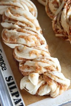 Apple Recipes, Bread Recipes, Sweet Recipes, Baking Recipes, Dessert Recipes, Apple Cinnamon Bread, Cinnamon Apples, Bread Machine Cinnamon Rolls, Yeast Bread