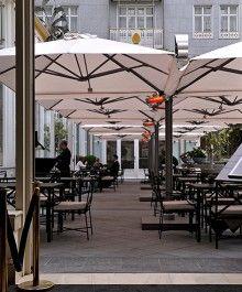Veneto Maxi Cantilever Umbrella - x x Small Courtyard Gardens, Small Courtyards, Outdoor Seating, Outdoor Dining, Outdoor Decor, Outdoor Restaurant Design, Commercial Umbrellas, Cafeteria Design, French Cafe