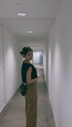 Blackpink Fashion, Korean Fashion, Jen Jen, Korean Girl Photo, K Wallpaper, Blackpink Members, Jennie Kim Blackpink, Foto Jimin, Aesthetic Indie
