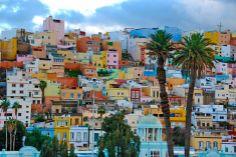 vrolijk; al die gekleurde huizen