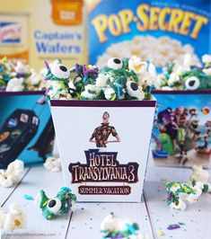 Hotel Transylvania Summer Vacation in theaters July Movie Party Printables and Monster Popcorn recipe with Pop Secret & Lance Snacks Hotel Transylvania Birthday, Hotel Transylvania Movie, Popcorn Cups, Movie Night Snacks, Movie Nights, Theme Hotel, Movie Party, 3 Movie, Family Theme