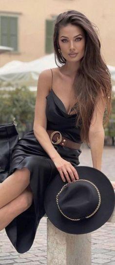 Leder Outfits, Gorgeous Women, Black Outfits, Dress Outfits, Dresses, Jumpsuit, Elegant, Chic, Leather