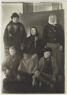 Immigrants at Ellis Island, New York.