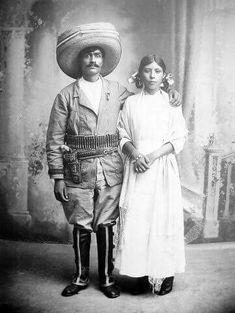 Pareja en la Revolucion Mexicana , foto sin fecha .