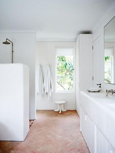 As Tadelakt is water repellent there's absolutely no demand for tiling etc. Tadelakt is incredibly versatile and may be used in a lot of means. Tadelakt not on. Studio Interior, Home Interior, Bathroom Interior, Interior Design, White Bathroom, Louvered Shutters, French Style Homes, Luxury Duvet Covers, Luxury Bedding