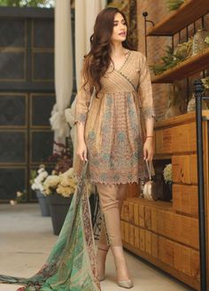 Lawn Dresses by Edenrobe Summer Collection 2019 - Pakistani dresses Stylish Dresses For Girls, Stylish Dress Designs, Designs For Dresses, Simple Dresses, Casual Dresses, Girls Dresses, Ladies Summer Dresses, Stylish Kurtis Design, Dress Summer
