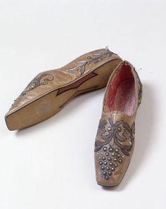 Damenschuhe mit Dekorsohle (Zubehör, Schuhe)  Inventarnummer: T6044 Datierung: um 1840 Material/Technik: Obermaterial: Saffianleder (Ziege),...
