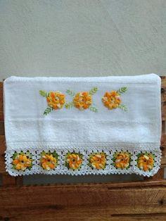 As toalhas são ótimas para enfeitar seu lavabo, mas também são funcionais. O tamanho é ótimo: 30x45 cm! Aceitamos encomendas! Crochet Borders, Crochet Motif, Baby Knitting Patterns, Crochet Patterns, Crochet Accessories, Hand Towels, Diy And Crafts, Projects To Try, Elsa