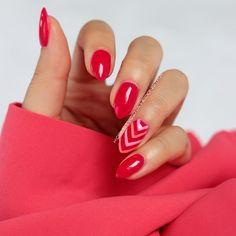 Soczysta malinka, idealny kolor na lato i do opalonych dłoni: Semilac Elegant…