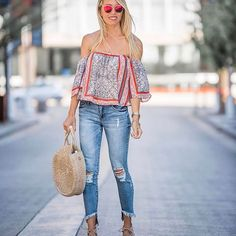 I feel like summer is officially here and this top from @nordstrom is hands down perfect for summer ☀️☀️ It's an #ots top with sleeves .. which I love because there is no adjusting needed and the material is perfectly lightweight ! The best part ?!!! It's only $35
