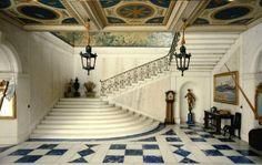 Esta completamente equipada con materiales nobles trabajados por artesanos de gran nivel, y fieles al detalle y a la calidad.