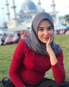 Beautiful Hijab Girl, Beautiful Muslim Women, Beautiful Asian Girls, Modern Hijab Fashion, Muslim Women Fashion, Arab Girls Hijab, Muslim Girls, Muslim Brides, Hijabi Girl