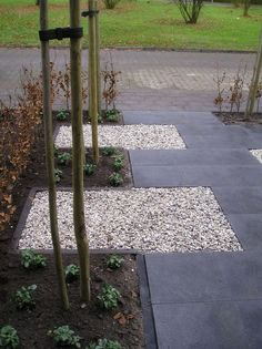 i like the mix of rocks and stone, you could then walk on gravel when frosty? Aanleg voortuin in Epe 2010