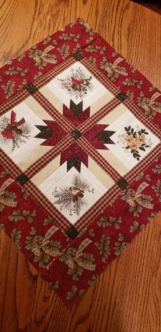 Christmas Quilting Projects, Small Quilt Projects, Christmas Quilt Patterns, Quilt Block Patterns, Quilted Table Runners Christmas, Christmas Patchwork, Table Topper Patterns, Quilted Table Toppers, Small Quilts