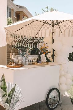 Dec 2019 - We're so in love with this sunshine meets citrus baby shower. The chic boho details paired with bright orange hues gave us all the heart eyes. Decor Eventos, Event Decor, Event Ideas, Event Design, Party Planning, Dream Wedding, Summer Wedding, Wedding Decorations, Heart Eyes