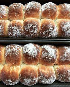 מגולגלות – עוגיות תמרים ואגוזים – Brown Sugar Date Cookies, Challah, Hot Dog Buns, Bread, Cake, Food, Food Cakes, Eten, Cakes