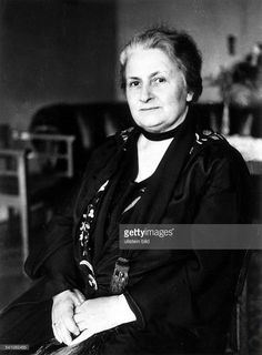 Dr Maria Montessori , Italian philosopher, In addition to being. Maria Montessori, What Is Montessori, Montessori Trays, Montessori Education, Montessori Materials, Primary Education, Educational Leadership, Educational Technology, What Is Reading