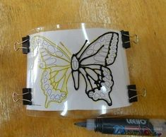How to Make Glitter Butterfly from Plastic Bottles.Here is a fun DIY project for making Glitter Butterfly from Plastic Bottles to decorate your home Butterfly Mobile, Butterfly Template, Butterfly Crafts, Crown Template, Heart Template, Flower Template, Butterfly Art, Plastic Bottle Flowers, Plastic Bottle Crafts