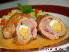 Chutne upravené bravčové plece, naplnené slaninkou, vajíčkom a kapustou na šťave.