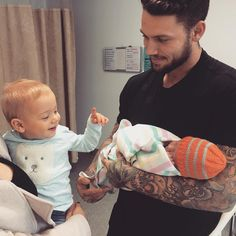 WEBSTA @ tammyhembrow - Wolf meeting his baby sister 😍❤️ He just smiles at her… Cute Family, Baby Family, Family Goals, Family Life, Couple Goals, Cute Kids, Cute Babies, Baby Kids, Baby Boy