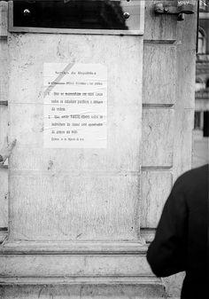 Revolta de 26 de Agosto de 1931, Lisboa, Portugal       Serviço da República  O comandante Militar determina e faz públicar:  1. Que se mantenham em suas casas todos os cidadãos pacificos e amigos da ordem.  2. Que serão FUZILADOS todos os indivíduos da classe civil apanhados de armas na mão.    Lisboa, 26 de Agosto de 1931