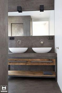 Trots op dit, door ons ontworpen en gemaakte, badkamermeubel. Staal, betonstuc…