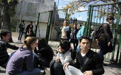 Docentes ocupan el Liceo Bauzá