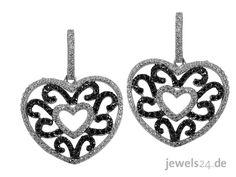 Ohrringe ( als Ohrstecker) in 925/000 Silber, besetzt mit schwarzen und weissen Zirkonia. Besonders auffallend ist das filigran gearbeitete Muster im Inneren der herz-förmigen Ohrstecker. Die Ohrringe sind frei beweglich und schwingen bei jeder Bewegung der Trägerin mit. Verschlossen werden sie mit Hilfe einer Silber-Ohrmutter, die auf einen Stift gesteckt wird.  Zum Valentinstag ideals Geschenk aus unserem Online Shop auf www.jewels24.de   #valentinstag #jewels24 #geschenk #schmuck…