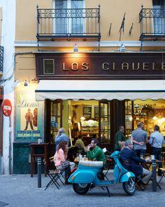 Tapas restaurant Los Claveles.