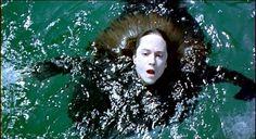 """""""Hay un silencio, donde no puede haber sonido. En la fría tumba, bajo el profundo, profundo mar"""". - Ada McGrath (Holly Hunter) - The Piano 1993. Jon Snow, Film, Champion, Movies, Tv, Silent E, Nursery Songs, Deep, Bass"""