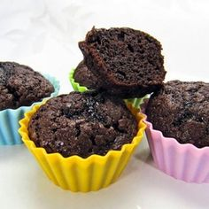 Weight Watchers Brownie Muffins - Points Per Muffin = 1 Brownie Muffins - 2 or 3 - Makes 18 --- Kellogg's All Bran extra fiber cereal, & brownie mix (Fat free brownie mix. Weight Watchers Brownies, Weight Watchers Muffins, Weight Watchers Breakfast, Weight Watchers Smart Points, Weight Watchers Desserts, Dessert Ww, Ww Desserts, Healthy Desserts, Dessert Recipes