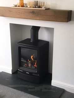 Gas Vogue Midi stove with Brazil slate hearth and wood beam Home Fireplace, Living Room With Fireplace, Gas Fireplaces, Small Gas Stove, Gas Log Burner, Electric Stove Fireplace, Slate Hearth, Small Lounge, Cast Iron Stove