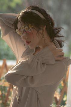 Save = Follow me 🍀 Aesthetic Women, Aesthetic Photo, Aesthetic Girl, Aesthetic Pictures, Artist Aesthetic, Korean Couple Photoshoot, Korean Princess, Ulzzang Korean Girl, Princess Aesthetic