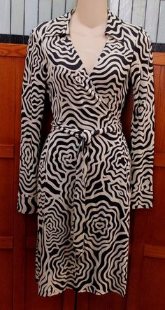 3655ede51d2 Diane von Furstenberg DVF Vintage Jeanne Black White Silk Wrap Dress 0 XS S   DVF  WrapDress