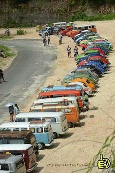 Volkswagen – One Stop Classic Car News & Tips Beetles Volkswagen, Vw T1, Volkswagen Golf, Vw Caravan, Vw Camper, Campers, Beach House Style, Combi Ww, Combi Split
