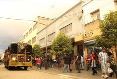 Paseo de la Sexta Avenida ubicada en el Centro Histórico de la ciudad de Guatemala.