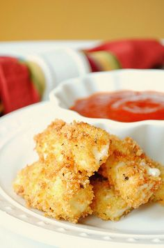 homemade mozzarella sticks. this so very easy.