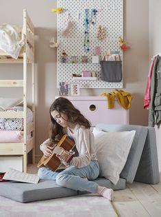 Oferecer um cantinho único aos mais novos vai ajudá-los a parar para criar. Ikea Portugal, Mattress On Floor, Ikea Home, Lineup