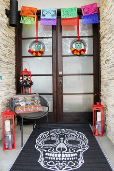 How-To Guides, Home Decor Ideas, Recipes, Furniture Tips Halloween Door, Halloween Gifts, Easy Halloween, Holidays Halloween, Halloween 2018, Scary Decorations, Halloween Decorations, Party Food Bars, Decor Inspiration