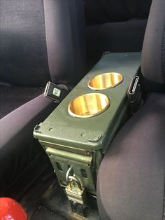 Munitionsdose Mittelkonsole mit Messingbecherhaltern – All things Jeep – ammunition center console with brass cup holders – All things Jeep – # Cj Jeep, Jeep Mods, Truck Mods, Jeep Rat Rod, Car Mods, Jeep Wrangler, Auto Camping, Cool Trucks, Cool Cars