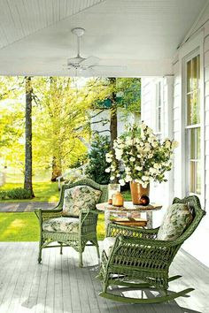 Tiny Porches and Patios That Are Giving Us Major Inspiration - Southern Living Farmhouse Front Porches, Southern Porches, Southern Living, Country Porches, Rustic Farmhouse, Country Porch Decor, Big Country, Country Homes, Outdoor Rooms