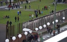 de herdenking bij de Berlijnse muur.
