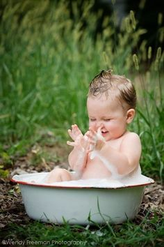 baby photo idea- This would be especially good for Allie, the way she loves her baths!