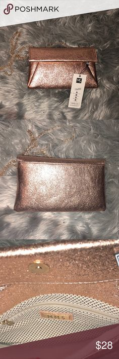 🔥SALE❗️Sparkly Champagne Cross BodyShoulder Bag✨ 🔥Sparkly Champagne Cross Body/Shoulder Bag😍💕✨ NWT‼️ This bag is GORGEOUS DARLING✨🔥 Bundle and Save‼️ Freaky Fast Shipper 💌📦🏃🏽♀️🏃🏽♀️🏃🏽♀️ MMS Design Studio Bags Shoulder Bags
