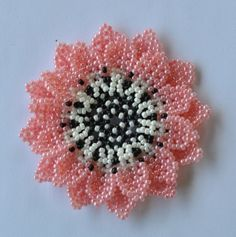 Beaded Flowers Patterns, Beading Patterns Free, Beaded Jewelry Patterns, Beading Tutorials, Beaded Earrings, Crochet Earrings, Beaded Bracelets, Art Perle, Beaded Crafts