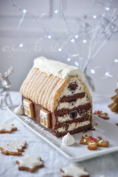 Fun , wow factor party dessert that can be constructed more simply than the end results make it appear , gingerbread house style Christmas buffet or dinner centrepiece Sweet Recipes, Cake Recipes, Snack Recipes, Dessert Recipes, Christmas Sweets, Christmas Cooking, Christmas Buffet, Christmas Crafts, Winter Torte