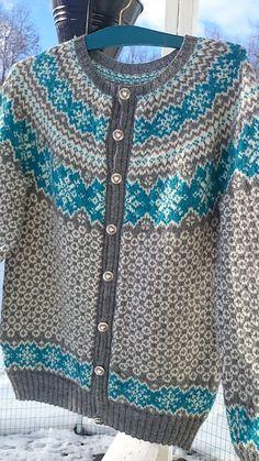 Ravelry: Rimfrost pattern by Vanja Blix Langsrud Fair Isle Knitting Patterns, Knitting Stitches, Knitting Designs, Knit Patterns, Free Knitting, Knitting Socks, Knitting Tutorials, Stitch Patterns, Knitting Machine