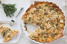 Hartige Italiaanse taart met kip en Italiaanse kruiden.